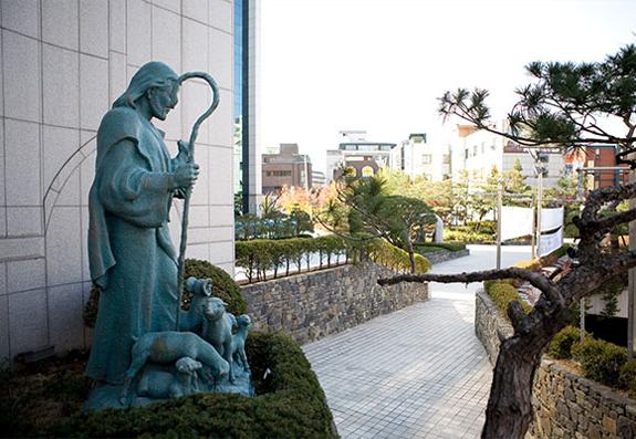 klmc-statue
